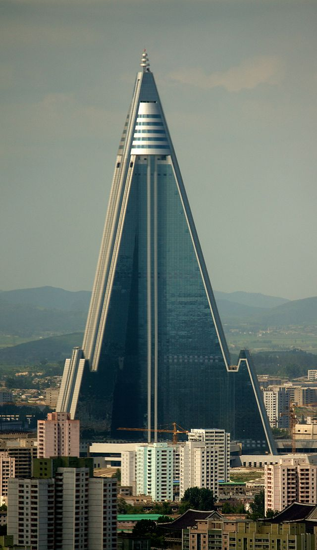 640px-Ryugyong_Hotel_-_August_27,_2011_(Cropped)