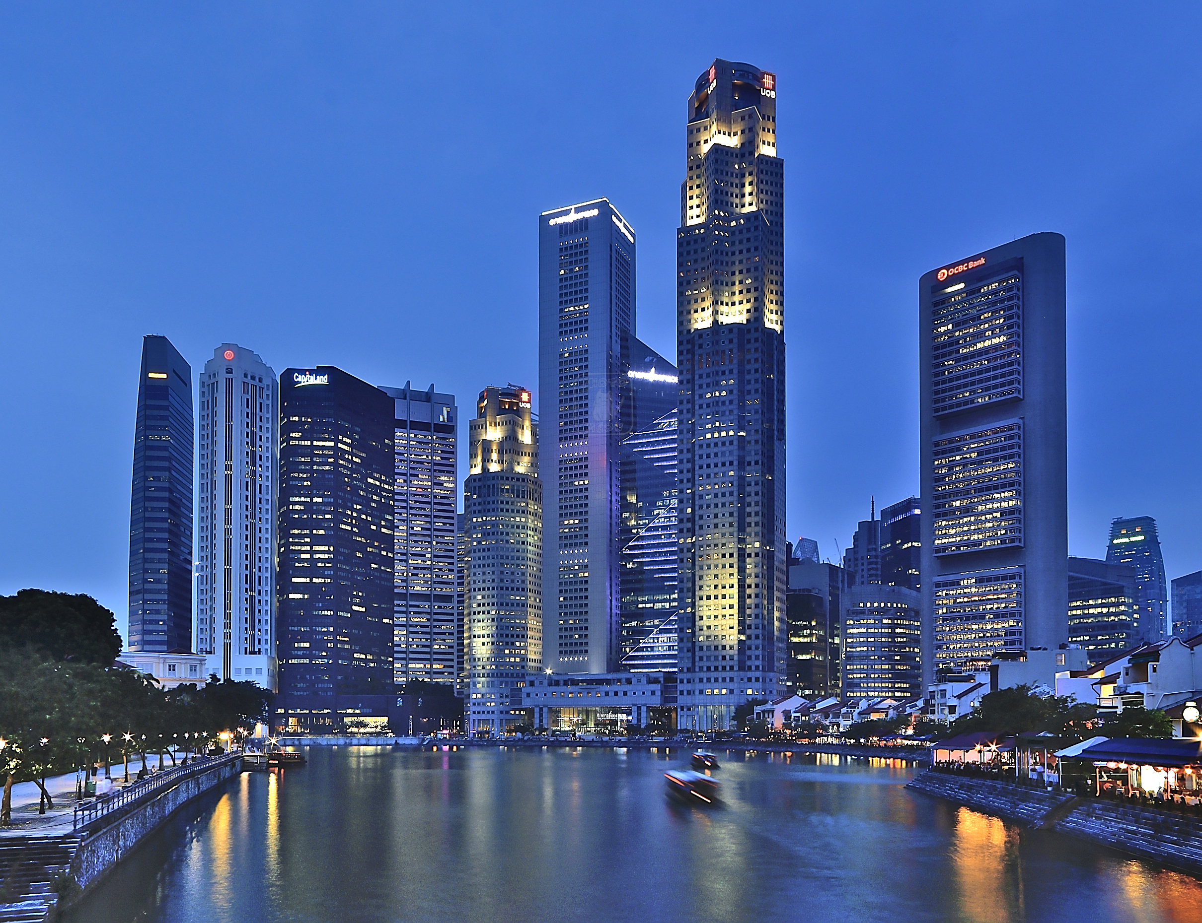 Singapore_Skyline_at_blue_hour_(8026584052) Wikimedia commons